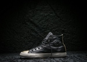 Converse_Chuck_Taylor_All_Star_Black_and_Gold_Toe_large