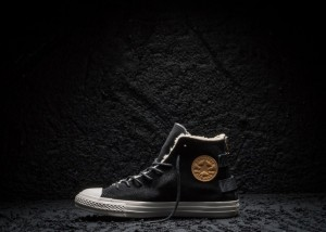 Converse_Chuck_Taylor_All_Star_Black_and_Gold_large